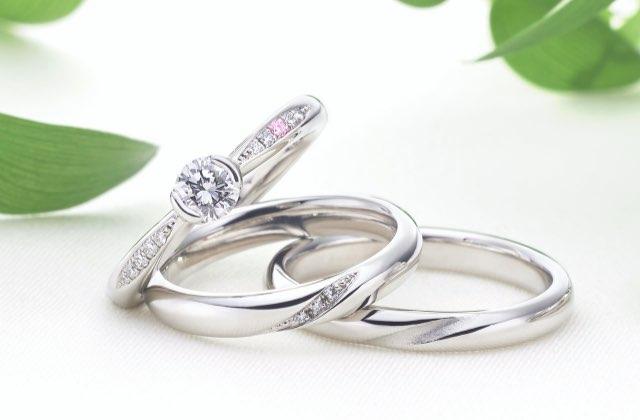 シンプルなデザインのなめらかリング(婚約指輪と結婚指輪)