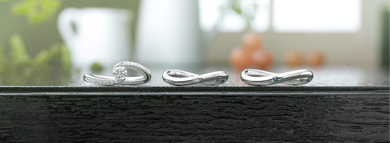 婚約指輪と結婚指輪2本の画像