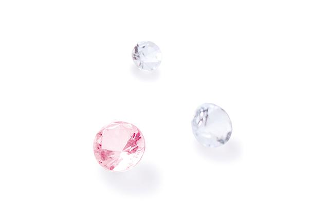 ピンクダイヤ1石とダイヤモンド2石