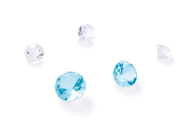 ブルーダイヤ2石とダイヤモンド3石